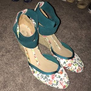 New Direction floral wedges